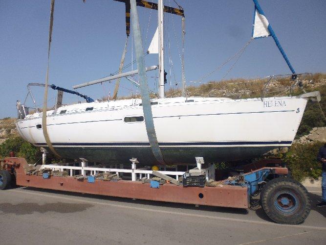 https://www.ragusanews.com//immagini_articoli/27-04-2019/rimossa-la-barca-a-vela-arenata-a-pozzallo-500.jpg