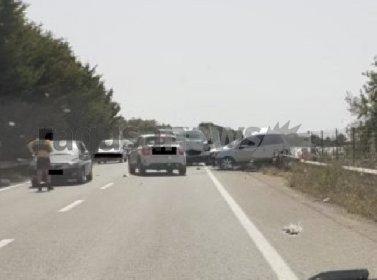 https://www.ragusanews.com//immagini_articoli/27-04-2021/1619537163-scontro-auto-furgone-4-morti-nel-ragusano-1-280.jpg