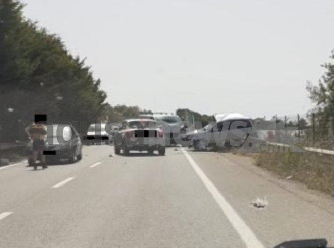 https://www.ragusanews.com//immagini_articoli/27-04-2021/1619537163-scontro-auto-furgone-4-morti-nel-ragusano-1-500.jpg