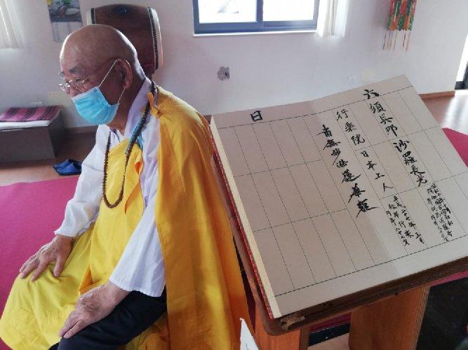 https://www.ragusanews.com//immagini_articoli/27-04-2021/monaco-buddista-di-comiso-sta-male-ha-bisogno-di-cittadinanza-italiana-500.jpg