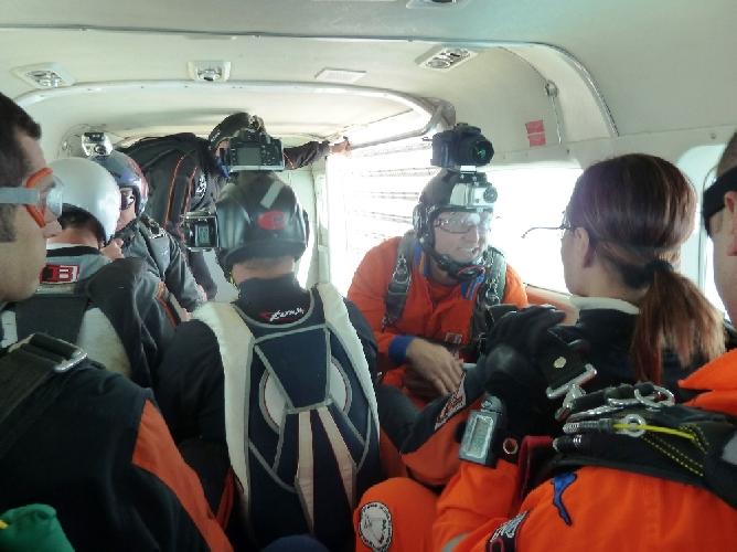 https://www.ragusanews.com//immagini_articoli/27-05-2012/paracadutismo-il-weekend-alloasi-dei-re-di-marina-di-modica-500.jpg