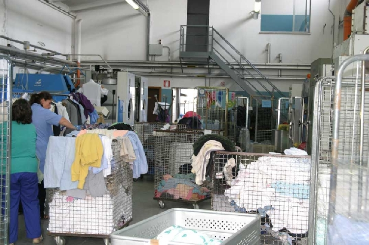 http://www.ragusanews.com//immagini_articoli/27-05-2014/furto-in-una-lavanderia-e-in-un-panificio-500.jpg