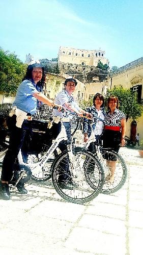 http://www.ragusanews.com//immagini_articoli/27-05-2016/due-bici-elettriche-per-i-vigili-urbani-500.jpg