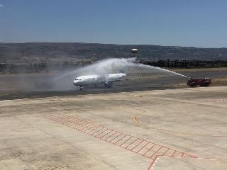 http://www.ragusanews.com//immagini_articoli/27-05-2017/comiso-atterrato-passeggeri-primo-volo-katowice-240.jpg