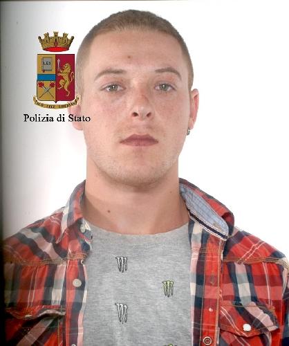 http://www.ragusanews.com//immagini_articoli/27-05-2017/furto-supermercato-arrestati-romeni-500.jpg