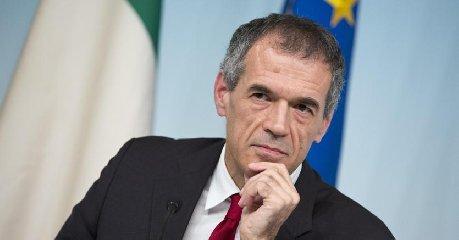 https://www.ragusanews.com//immagini_articoli/27-05-2018/carlo-cottarelli-chiamato-fare-premier-incaricato-mattarella-240.jpg