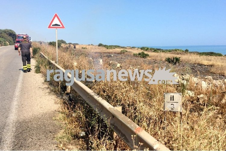 https://www.ragusanews.com//immagini_articoli/27-05-2018/tranquilli-anche-quest-anno-stato-incendio-costa-carro-500.jpg