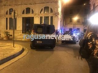 https://www.ragusanews.com//immagini_articoli/27-05-2020/il-bronx-in-centro-lite-in-piazza-matteotti-240.jpg