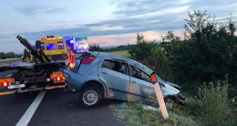 https://www.ragusanews.com//immagini_articoli/27-05-2020/incidente-sulla-comiso-pedalino-carambola-fra-tre-auto-500.jpg