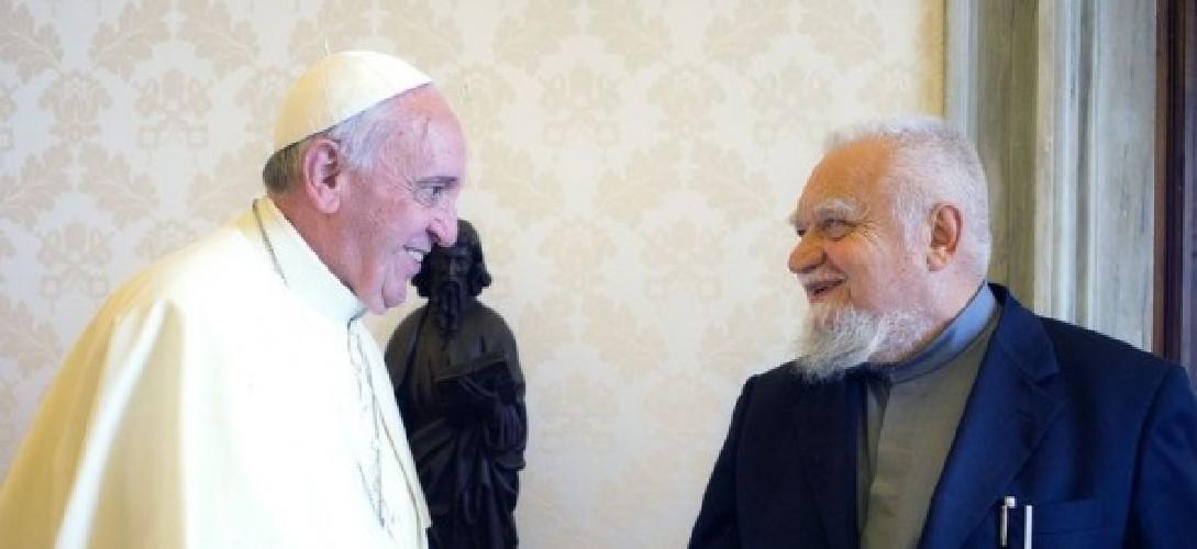 https://www.ragusanews.com//immagini_articoli/27-05-2020/papa-francesco-silura-enzo-bianchi-il-priore-di-bose-500.jpg