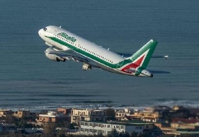 https://www.ragusanews.com//immagini_articoli/27-05-2021/mille-euro-per-un-volo-roma-palermo-la-sicilia-si-rivolta-contro-alitalia-280.jpg