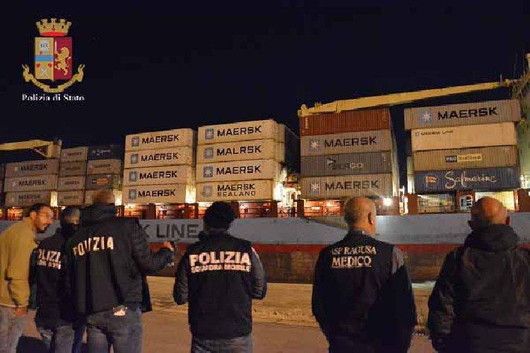 https://www.ragusanews.com//immagini_articoli/27-06-2018/preso-scafista-migranti-soccorsi-maersk-500.jpg