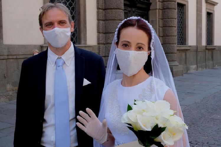 https://www.ragusanews.com//immagini_articoli/27-06-2020/a-ragusa-ci-si-potra-sposare-senza-mascherina-500.jpg
