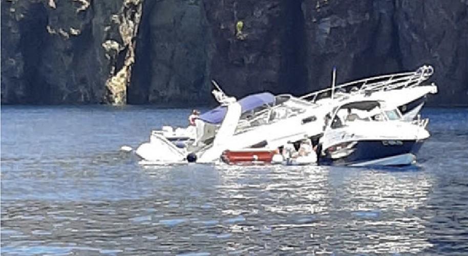 https://www.ragusanews.com//immagini_articoli/27-06-2020/eolie-yacht-sbatte-sugli-scogli-e-affonda-500.jpg