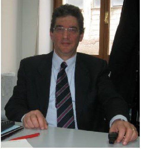 https://www.ragusanews.com//immagini_articoli/27-07-2018/dottor-cataldo-ferrera-segretario-comunale-chiaramonte-500.jpg