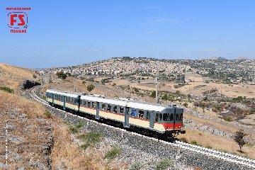 http://www.ragusanews.com//immagini_articoli/27-07-2018/treno-storico-gusto-domenica-arriva-modica-240.jpg