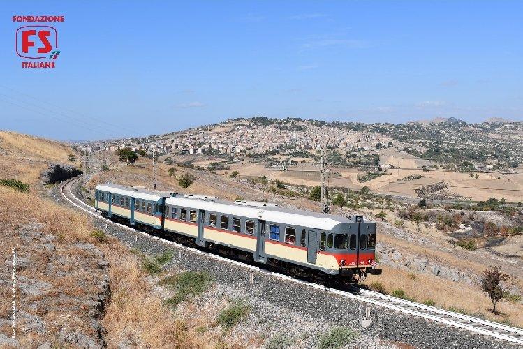 https://www.ragusanews.com//immagini_articoli/27-07-2018/treno-storico-gusto-domenica-arriva-modica-500.jpg