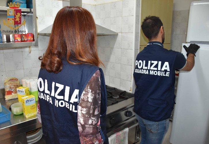https://www.ragusanews.com//immagini_articoli/27-07-2019/1564213933-arresta-3-donne-maltrattavano-anziani-in-casa-di-riposo-a-ragusa-1-500.jpg