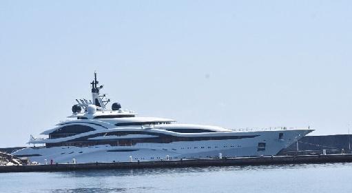 https://www.ragusanews.com//immagini_articoli/27-07-2021/al-lusail-lo-yacht-del-papa-di-al-jaazera-nel-mare-siciliano-280.jpg