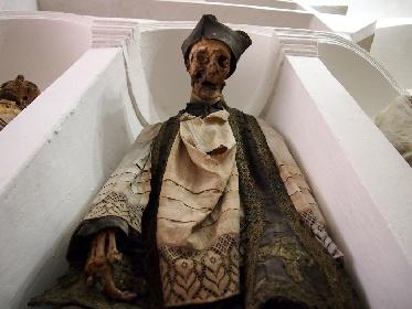 https://www.ragusanews.com//immagini_articoli/27-07-2021/due-nuove-mummie-nella-cripta-una-bimba-e-una-donna-tra-i-preti-280.jpg