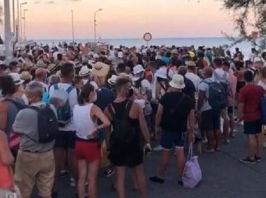 https://www.ragusanews.com//immagini_articoli/27-07-2021/sicilia-traghetti-come-carri-bestiame-280.jpg