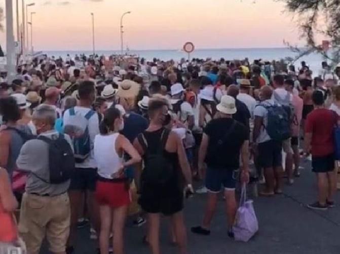 https://www.ragusanews.com//immagini_articoli/27-07-2021/sicilia-traghetti-come-carri-bestiame-500.jpg