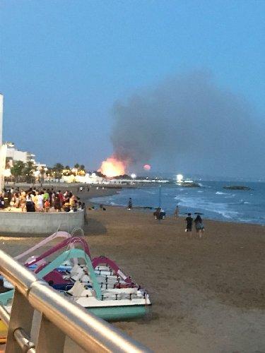 https://www.ragusanews.com//immagini_articoli/27-08-2018/incendio-vicino-giostre-marina-ragusa-500.jpg