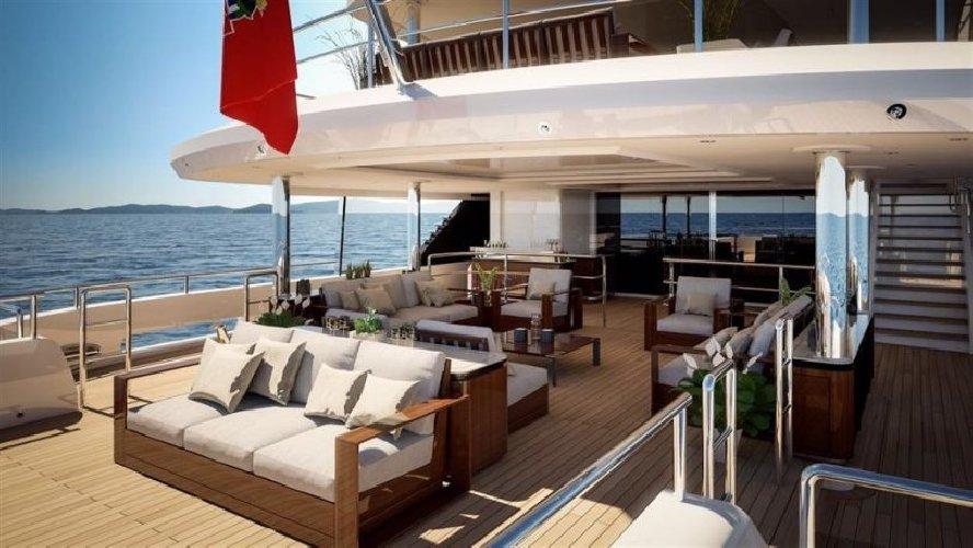 https://www.ragusanews.com//immagini_articoli/27-08-2019/1566943314-yacht-e-arrivato-lo-spectre-soffrite-invidiosi-1-500.jpg