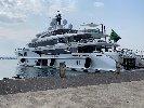 https://www.ragusanews.com//immagini_articoli/27-08-2019/yacht-e-arrivato-lo-spectre-soffrite-invidiosi-100.jpg