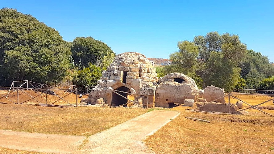 https://www.ragusanews.com//immagini_articoli/27-08-2020/archeologia-riapre-il-bagno-arabo-di-mezzagnone-500.jpg