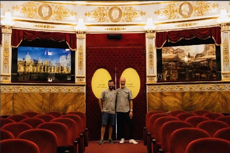 https://www.ragusanews.com//immagini_articoli/27-08-2020/mostra-foyer-davide-bramante-friends-i-nuovi-siciliani-a-noto-500.jpg