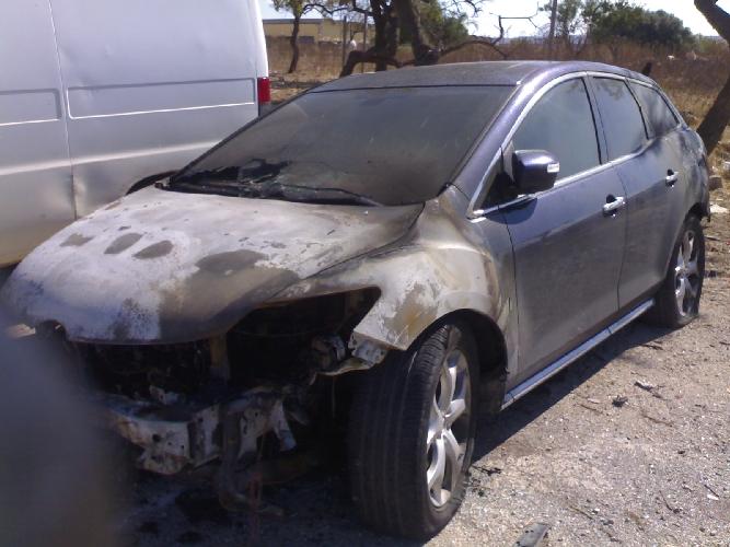 http://www.ragusanews.com//immagini_articoli/27-09-2014/incendiata-auto-di-un-direttore-di-banca-500.jpg