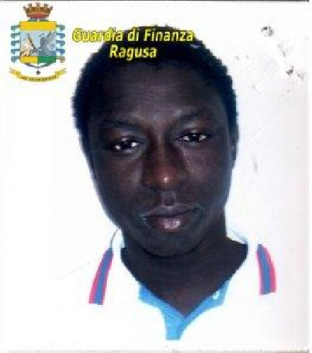http://www.ragusanews.com//immagini_articoli/27-09-2017/spacciatori-richiedenti-asilo-arrestato-cittadino-gambia-500.jpg