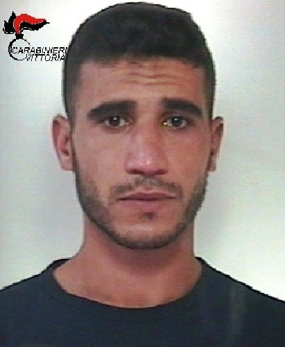 https://www.ragusanews.com//immagini_articoli/27-09-2017/vittoria-spaccio-piazza-manin-arrestato-magrebino-500.jpg