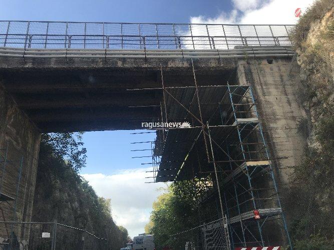 https://www.ragusanews.com//immagini_articoli/27-09-2018/lavori-viadotto-caitina-traffico-paralizzato-modica-500.jpg