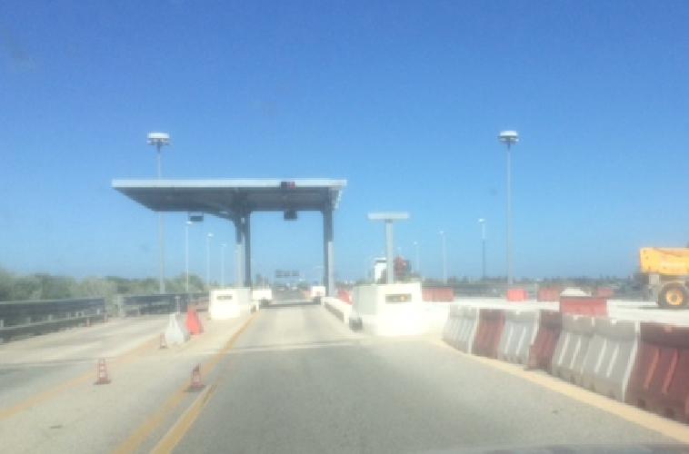 https://www.ragusanews.com//immagini_articoli/27-09-2019/autostrada-il-casello-e-demolito-per-meta-500.png