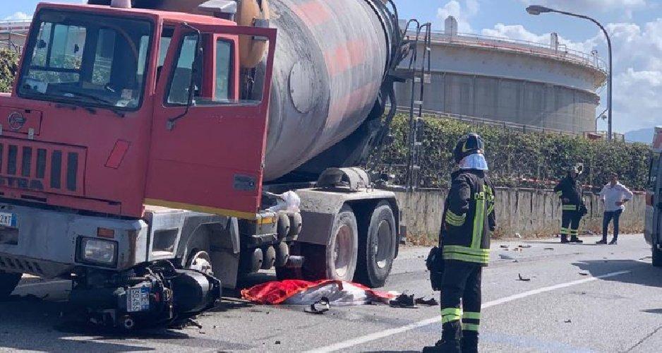 https://www.ragusanews.com//immagini_articoli/27-09-2019/scooter-betoniera-muore-un-17enne-500.jpg