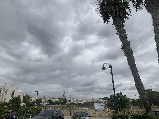 https://www.ragusanews.com//immagini_articoli/27-09-2020/1601203040-con-le-nubi-e-la-pioggia-imminente-in-sicilia-si-va-a-mare-1-240.jpg