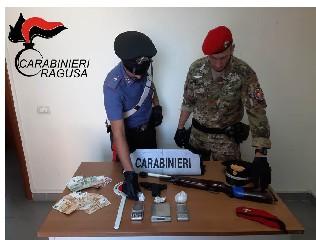 https://www.ragusanews.com//immagini_articoli/27-09-2020/vittoria-in-casa-con-la-coca-e-una-carabina-modificata-arrestato-240.jpg