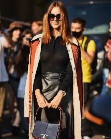 https://www.ragusanews.com//immagini_articoli/27-09-2021/miriam-leone-con-la-fede-al-dito-alla-milano-fashion-week-280.jpg