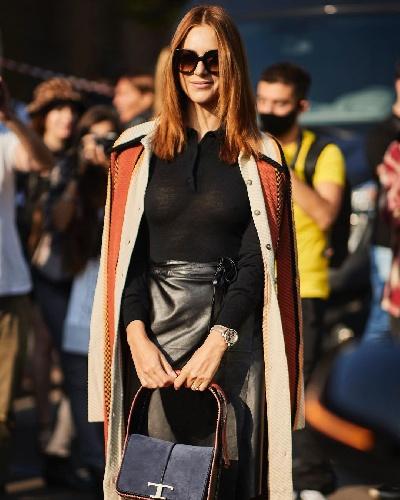 https://www.ragusanews.com//immagini_articoli/27-09-2021/miriam-leone-con-la-fede-al-dito-alla-milano-fashion-week-500.jpg