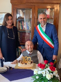 https://www.ragusanews.com//immagini_articoli/27-09-2021/pietro-garofalo-il-soldato-medaglia-d-onor-militare-compie-100-anni-280.jpg