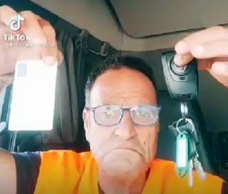 https://www.ragusanews.com//immagini_articoli/27-09-2021/sciopero-camionisti-allarme-rifornimenti-per-benzinai-e-supermarket-video-280.jpg