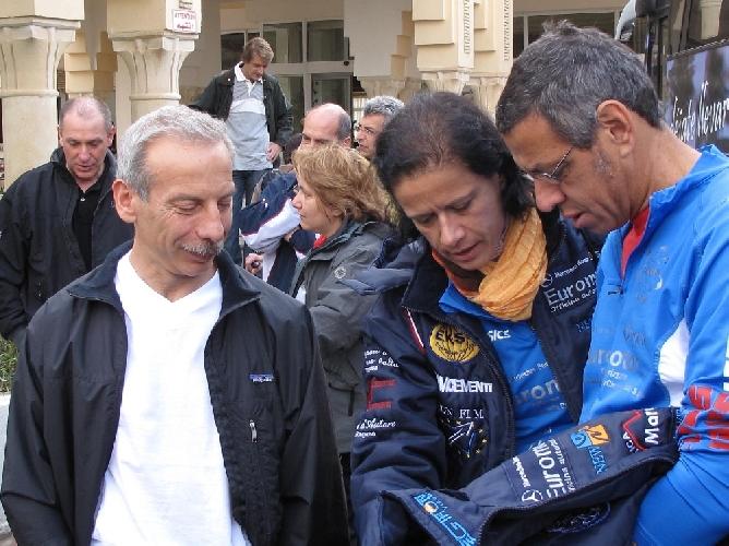 https://www.ragusanews.com//immagini_articoli/27-10-2011/gara-in-senegal-dei-podisti-ibeli-c-e-giovanni-storti-del-trio-comico-500.jpg