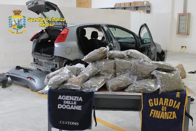 http://www.ragusanews.com//immagini_articoli/27-10-2016/25-kg-di-marijuana-in-partenza-per-malta-arrestato-catanese-420.jpg