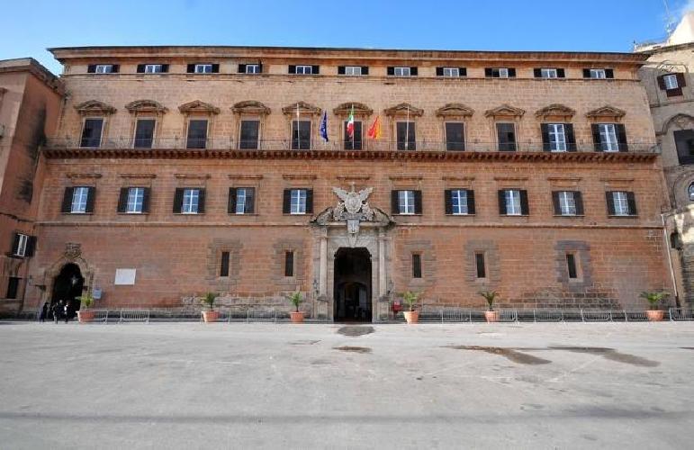 https://www.ragusanews.com//immagini_articoli/27-10-2017/regione-sicilia-1692-dirigenti-record-500.jpg