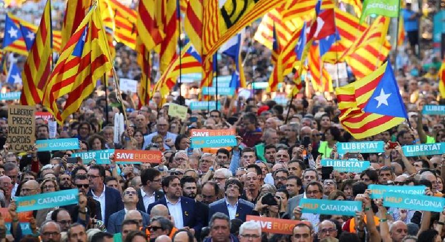 https://www.ragusanews.com//immagini_articoli/27-10-2017/repubblica-catalana-500.jpg