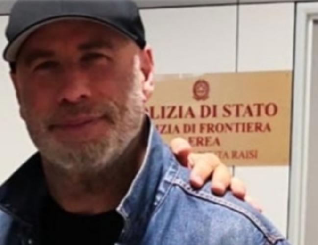https://www.ragusanews.com//immagini_articoli/27-10-2018/john-travolta-arrivato-sicilia-aereo-privato-500.png