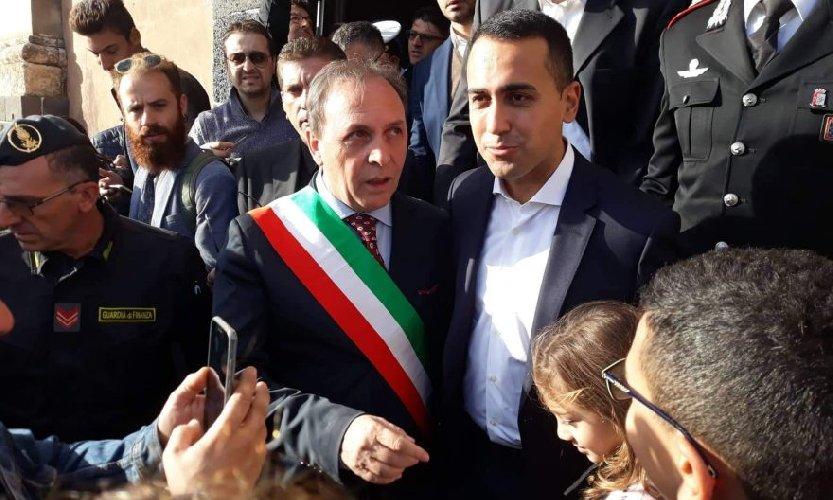 https://www.ragusanews.com//immagini_articoli/27-10-2018/luigi-maio-luoghi-alluvione-sicilia-500.jpg