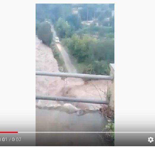 https://www.ragusanews.com//immagini_articoli/27-10-2019/esondano-i-torrenti-in-sicilia-video-500.jpg